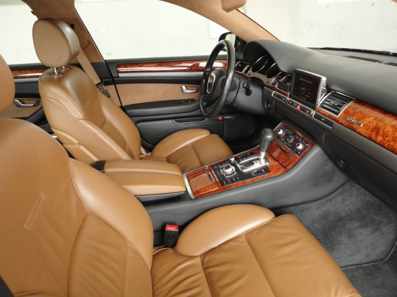 Przeglądasz: Audi A8 quattro 2005 r.
